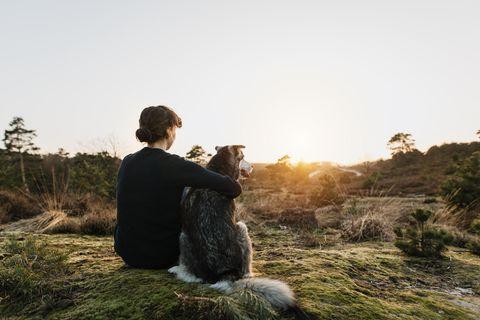 Ausreden für Treffen: Frau mit Hund