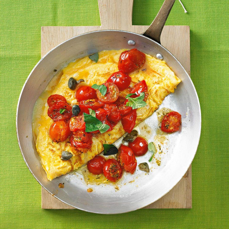 Camping-Küche: Omelett mit geschmorten Tomaten