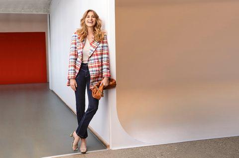French Style: Bouclé-Blazer zu Jeans