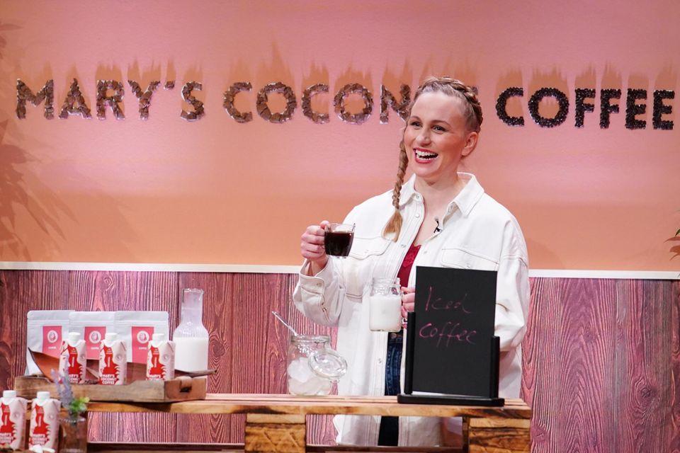 """Mary's Dream Coffee: So schmeckt der Kaffee aus DHDL, Gründerin Mary bei der Präsentation in """"Die Höhle der Löwen"""""""