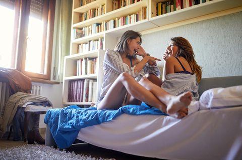 Psychologie: Ein lesbisches Pärchen im Bett