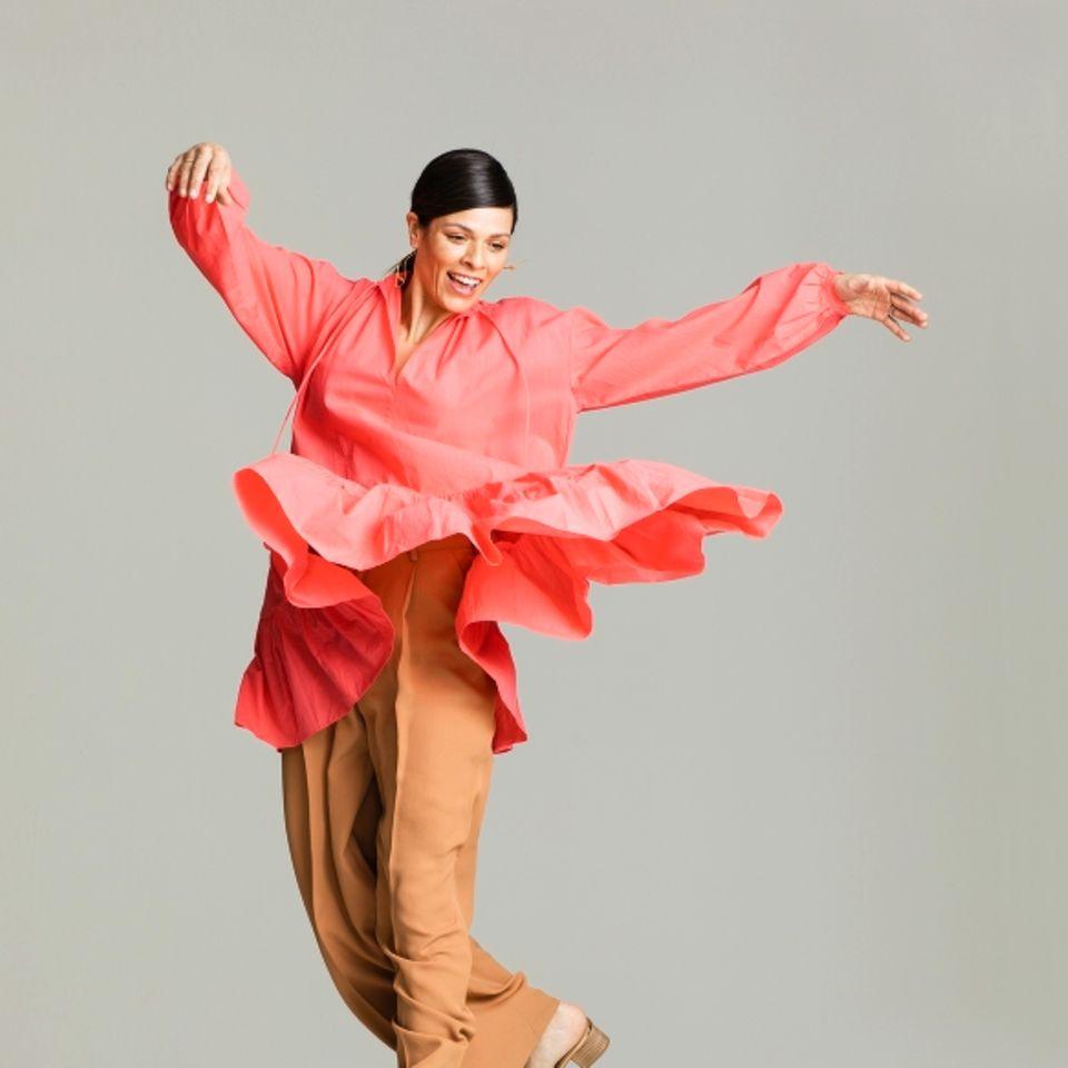 Vorher Nachher: Pinke Volant-Tunika zu Bundfaltenhose