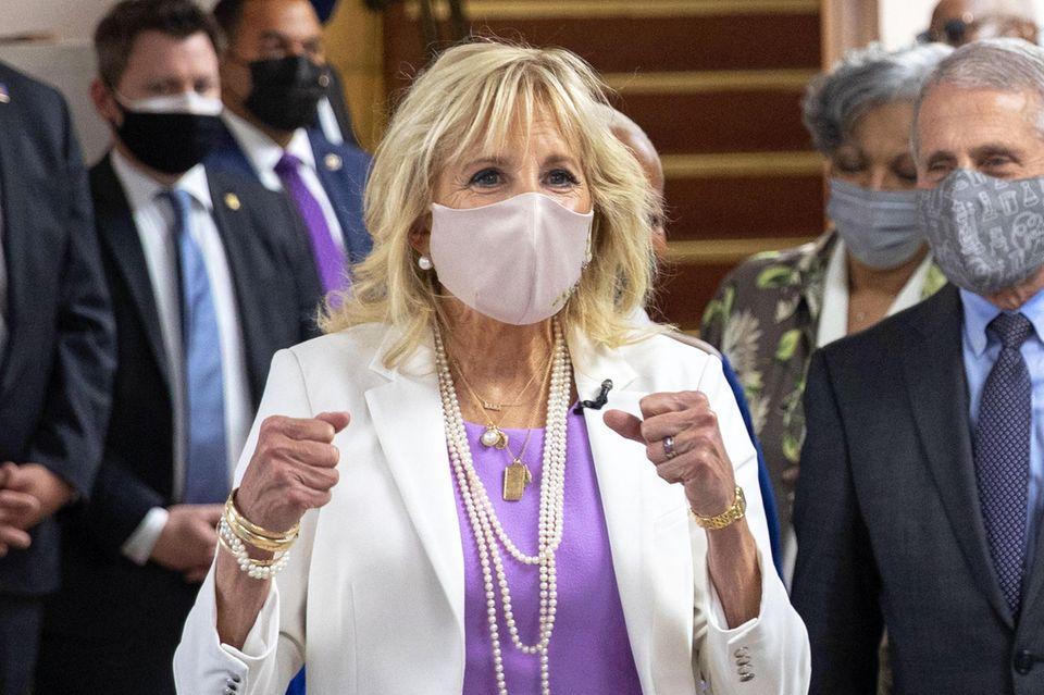Dr. Jill Biden besucht ein Impfzentrum in New York