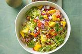 Rosenkohlsalat mit Mango-Salsa