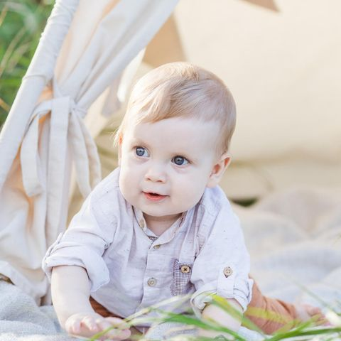 Baby im Zelt
