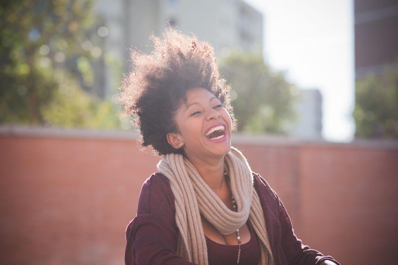 Horoskop: Eine fröhliche Frau