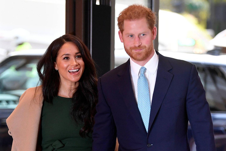 """Herzogin Meghan + Prinz Harry: Ihr Plan erlaubte es ihnen, """"die Geburt in Frieden genießen"""" zu können: Meghan und Harry"""