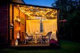 Gartenparty: Vorhänge auf der Terrasse