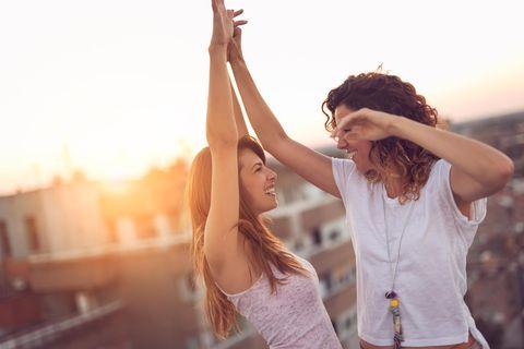 Horoskop: Ein Pärchen tanzt