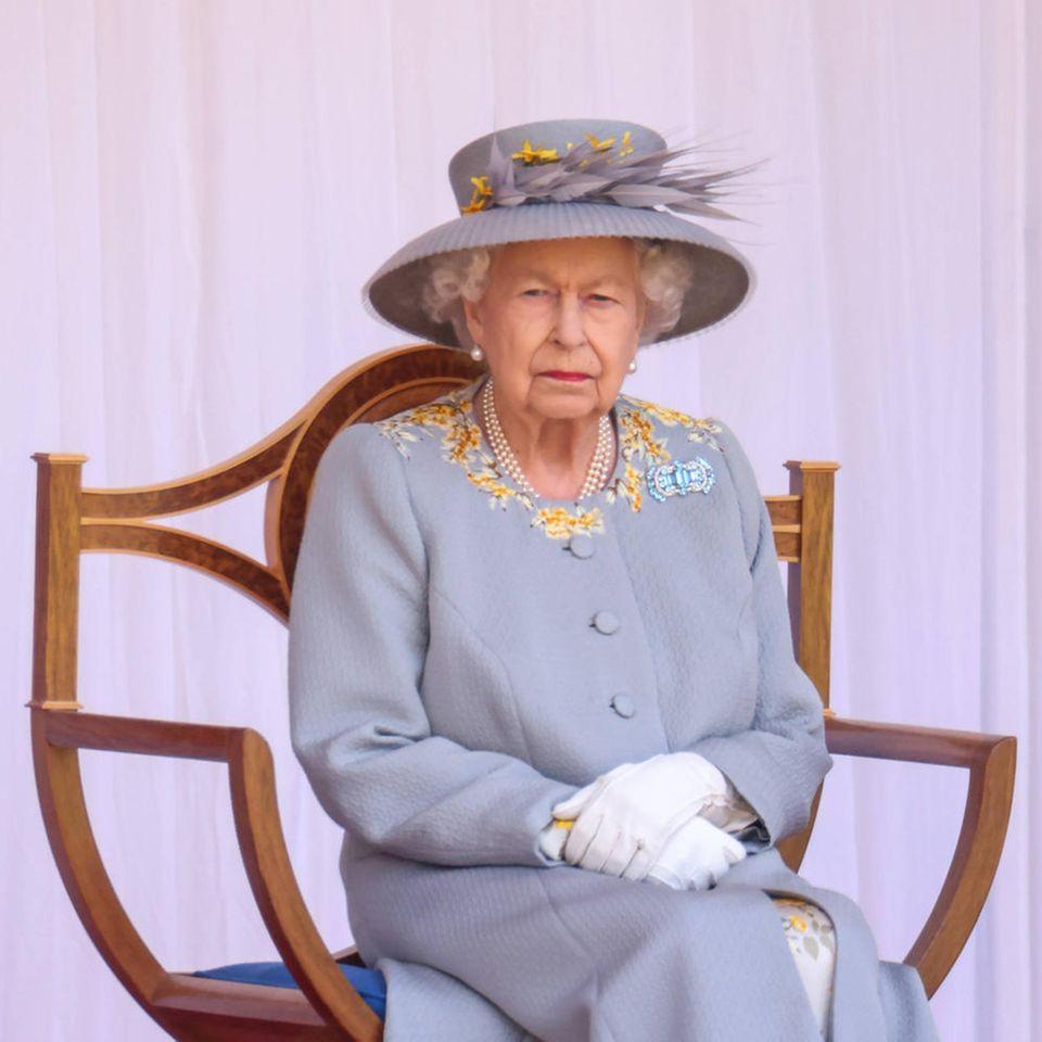"""Queen Elizabeth: Wirft sie ihre """"Niemals beschweren, niemals erklären""""-Politik über Bord?: Queen Elizabeth"""