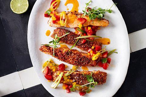 Gebratener Lachs mit Erdbeer-Chili-Salsa