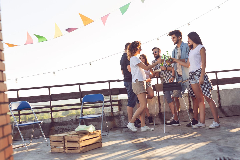 """""""Fear of meeting up"""": Freunde beim Grillen und Trin"""