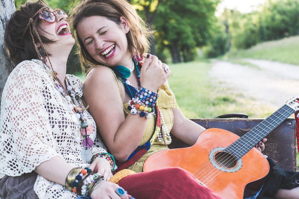 Beziehung: Ein Pärchen mit Gitarre