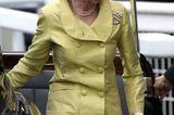 Den Ladies Day lässt sich auch Prinzessin Anne nicht entgehen. Mit ihrem grün-gelben Kostüm, dem Perlenschmuck sowie dem weißen Hut mit Federdetail macht sie alles richtig