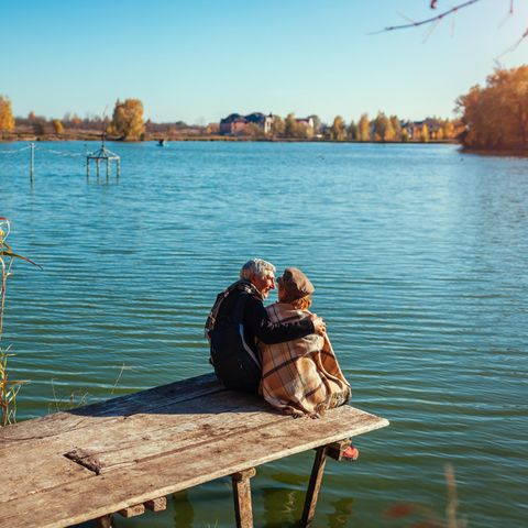 Beziehung: Paar am See