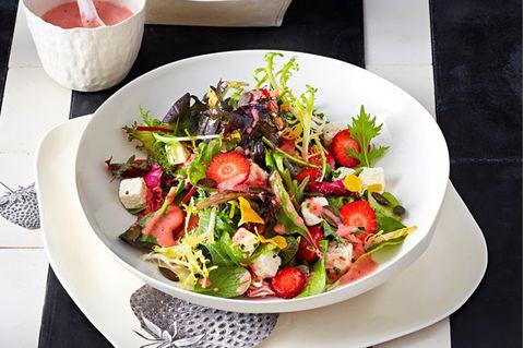 Wildkräutersalat mit Limetten-Feta