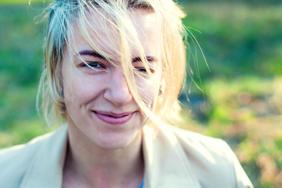 Bauchgefühl: Lächelnde Frau
