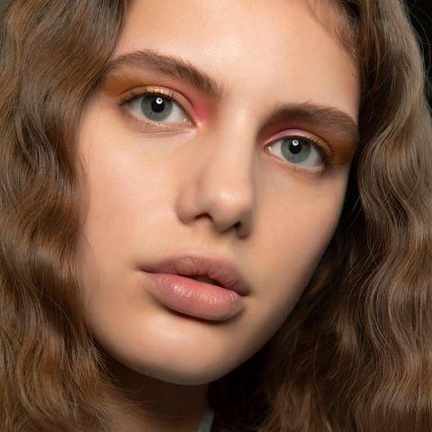 Tissue Eyeshadow: Bei diesem Trend waren wir uns erst nicht sicher