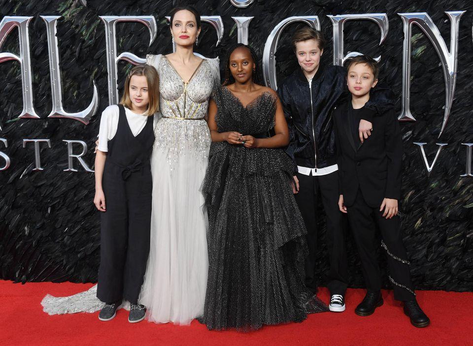Angelina Jolie: Sie spricht über die ethnischen Missstände in der Medizin: Angelina Jolie mit ihren Kindern