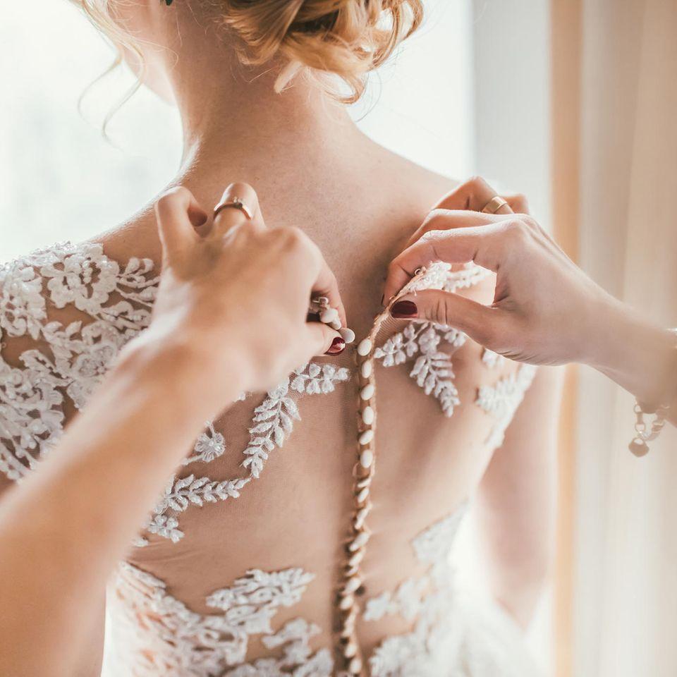 Hochzeit: Eine Braut im Brautkleid