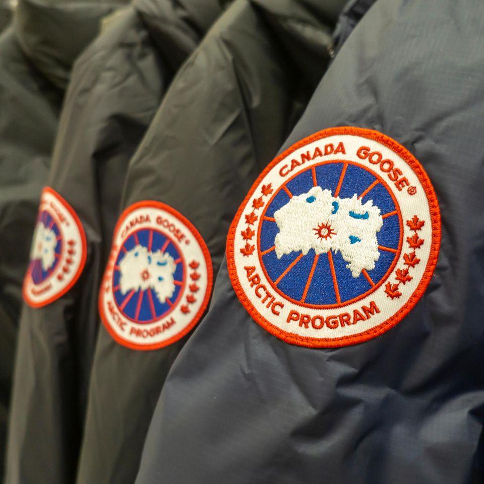 Schluss mit Echtpelt: Logo der Marke Canada Goose auf Ärmel einer Winterjacke