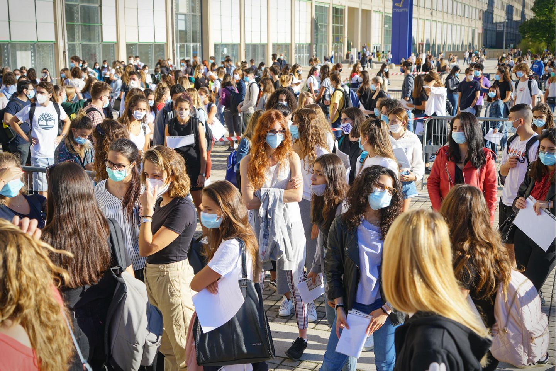 Corona aktuell: Schüler:innen mit Maske