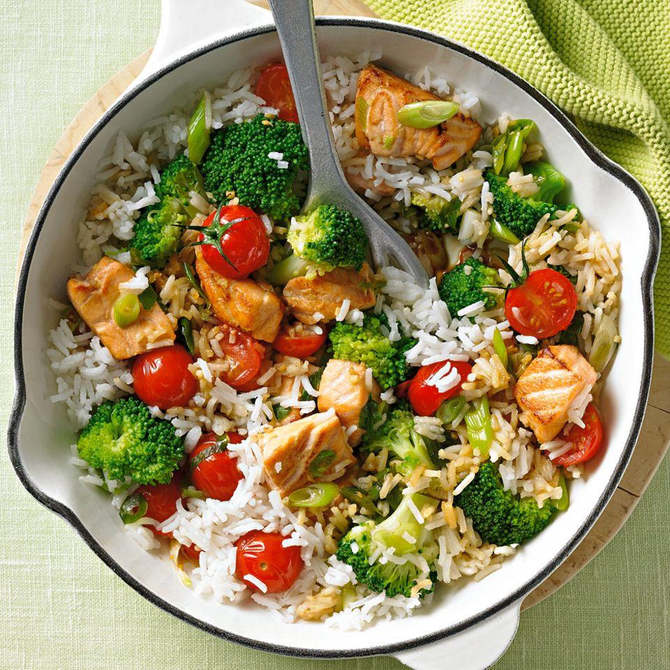 Reispfanne mit Lachs und Brokkoli