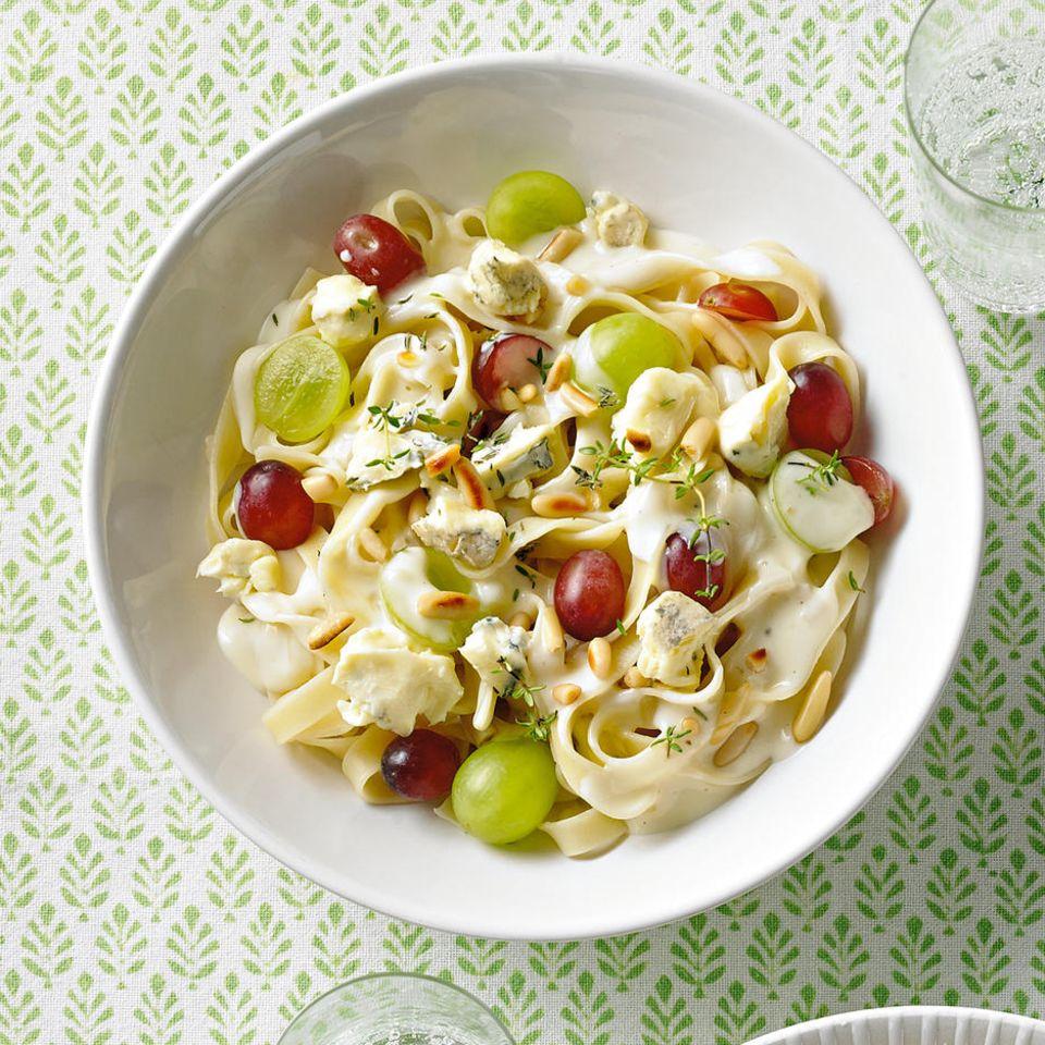 Tagliatelle in Weißweinsahne mit Trauben