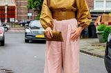 Königin Máxima mit rosa Hose und gelber Bluse