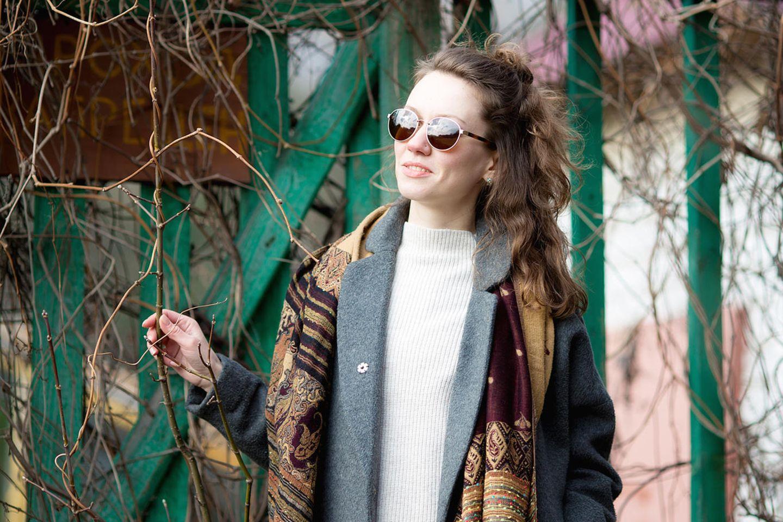 Psychologie: Eine Frau mit Sonnenbrille