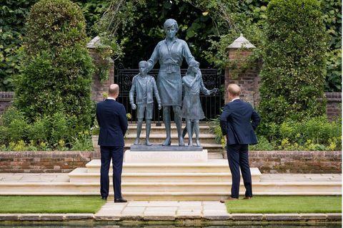 Prinz William und Prinz Harry enthüllen Statue ihrer Mutter