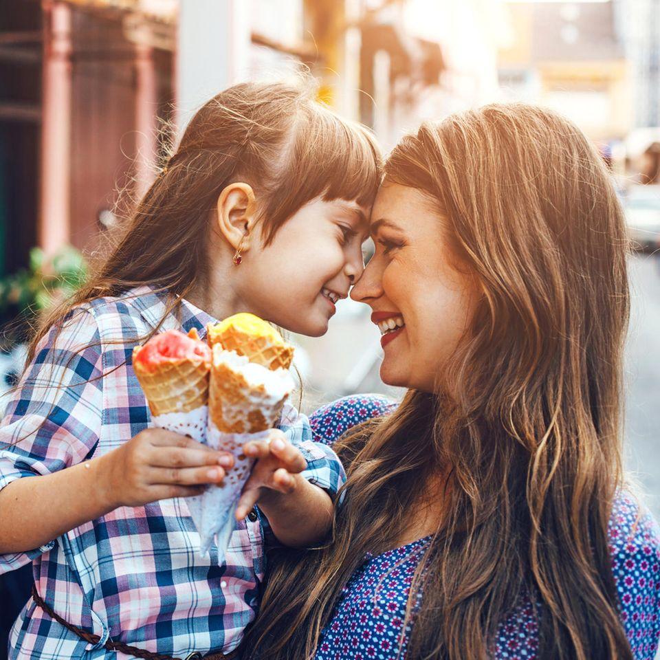 So teuer ist ein Kind: Kind mit Mutter