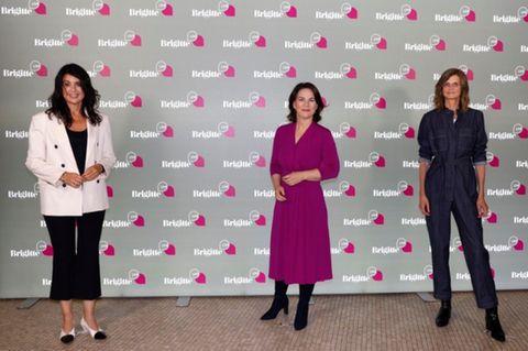 Brigitte Huber, Annalena Baerbock und Meike Dinklage vor einer BRIGITTE-Live-Wand