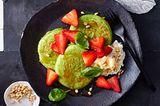 Kräuter-Pancakes mit Erdbeeren und Ricotta