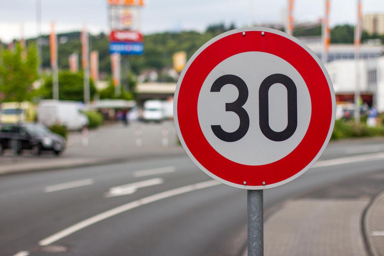 Verkehrsinitiative: Tempolimit 30 Schild