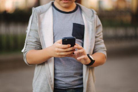 Missbrauchsfall: Junge am Handy