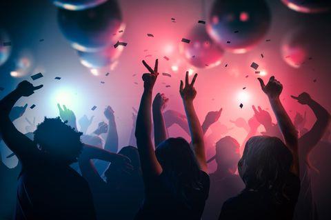 Partygäste im Club