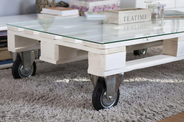 Upcycling-Ideen für Möbel: Palettentisch mit Glasauflage