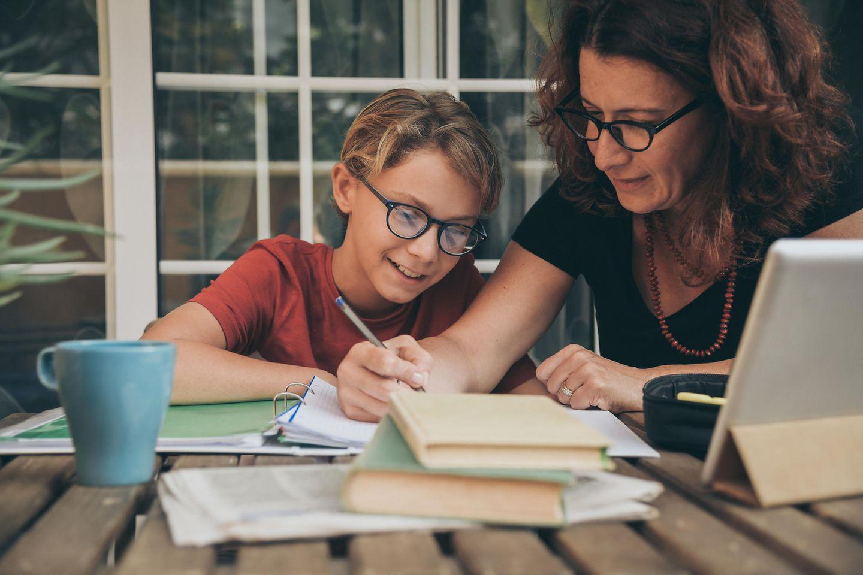 Große Studie: Warum es wenig bringt, bei den Hausaufgaben zu helfen