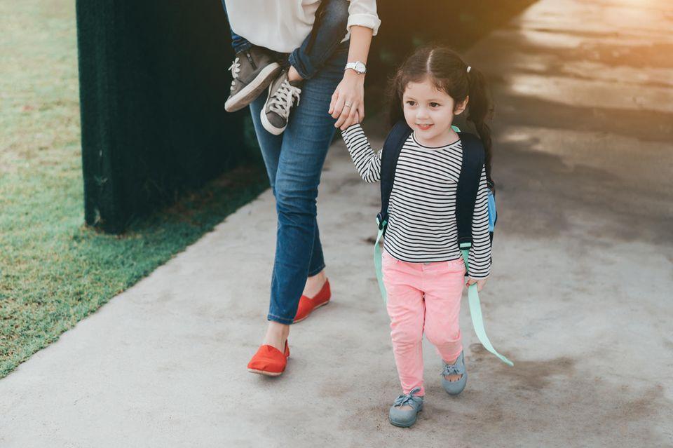 Arbeitslos und alleinerziehend: Mutter mit zwei Kindern
