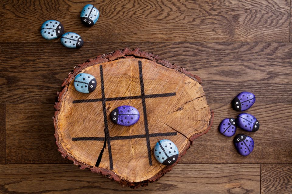 Basteln mit Naturmaterialien: Tic-Tac-Toe-Spiel