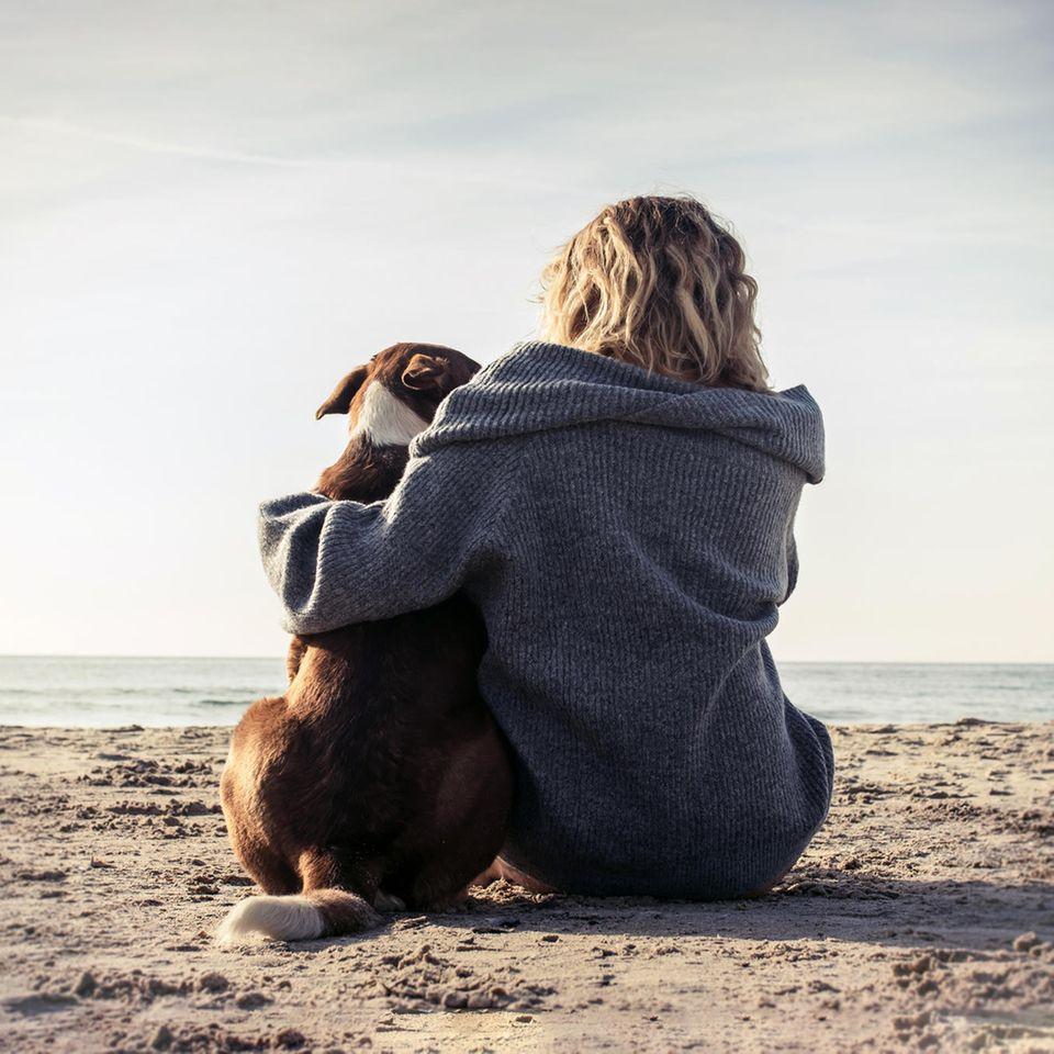 Psychologie: Eine Frau mit Hund