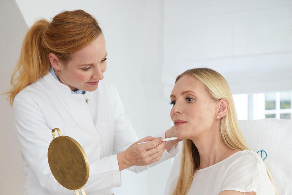 Eveline Urselmann: Behandlung mit Spritze