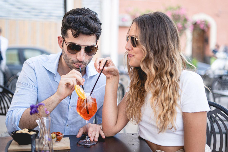 Psychologie: Ein Paar trinkt Aperol