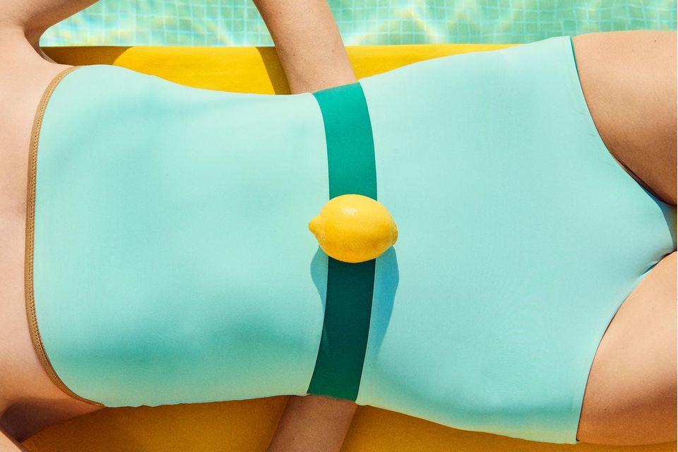 Früchte für die Schönheit: Zitrone auf Badeanzug