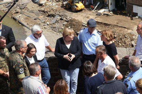 Flutkatastrophe in Deutschland: Welche Hilfe jetzt sinnvoll ist: Angela Merkel vor Ort