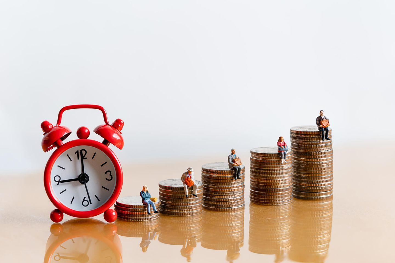 Rente berechnen: Wecker und Münzgeld