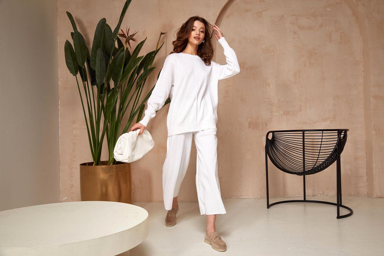 Updress your homewear: Frau in Loungewear