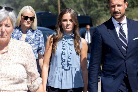 Prinzessin Ingrid Alexandra besucht mit ihren Eltern die InselUtøya.