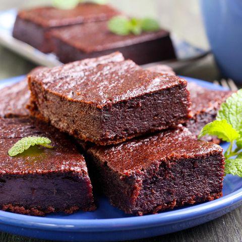 Schokoladig-saftige Brownies aus nur drei Zutaten